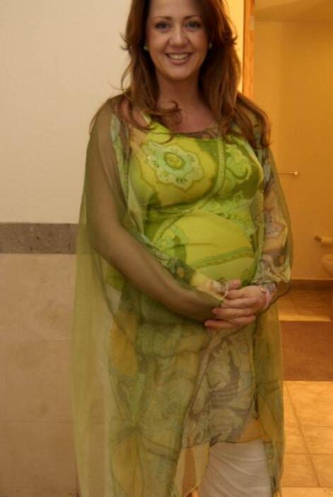 "La bella conductora del programa ""Hoy"", Andrea Legarreta, fue madre dos..."