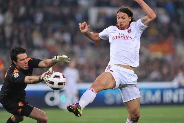 'Ibra' intentó de todas maneras pero el gol no se le daba.
