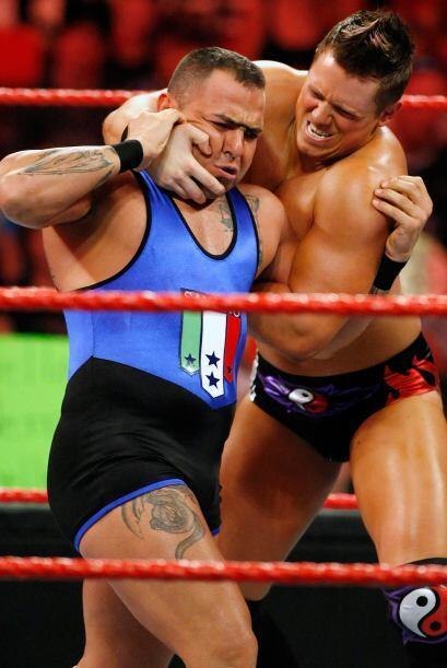 Santino Marella, también ha luchado con el personaje de su hermana melli...