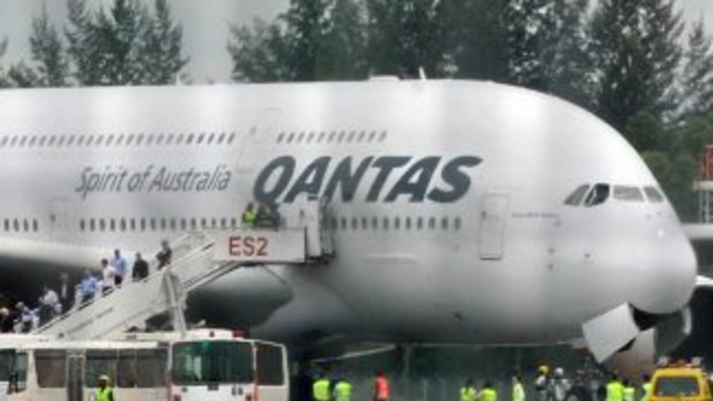 Ninguno de los 433 pasajeros y 26 tripulantes resultó herido en el aterr...