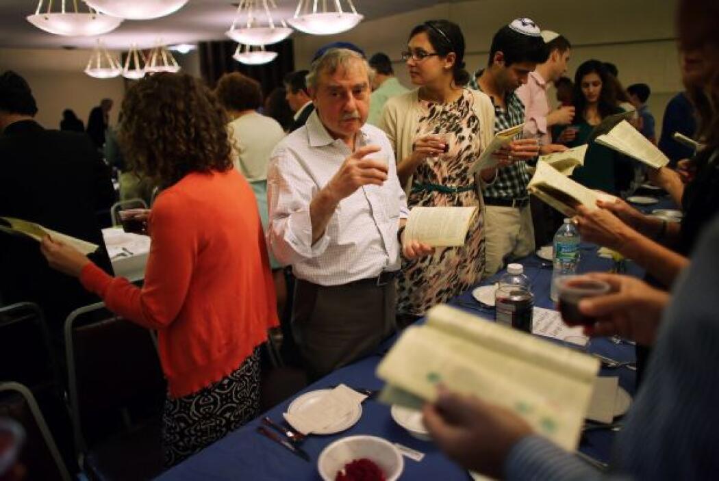 """El Plato de la pascua del Seder hebreo: ke'ara (קער"""") es un plato que co..."""