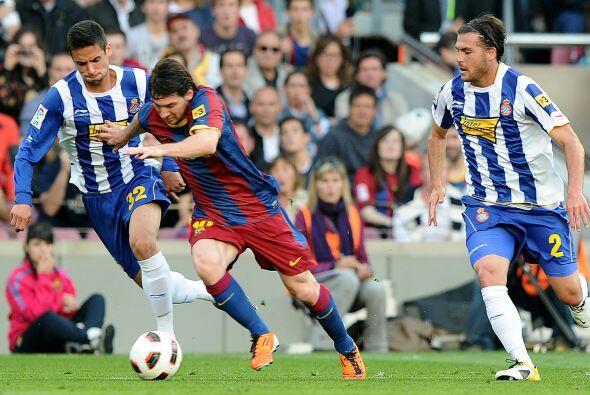 Messi insistía al ataque, pero sus escapadas al frente eran frena...