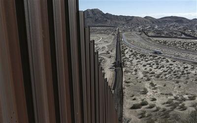 """El presidente Donald Trump prometió el inicio de la """"construcción i..."""