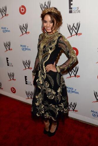 La ex chica de Disney lució un vestido de Temperley London, tacones de Y...
