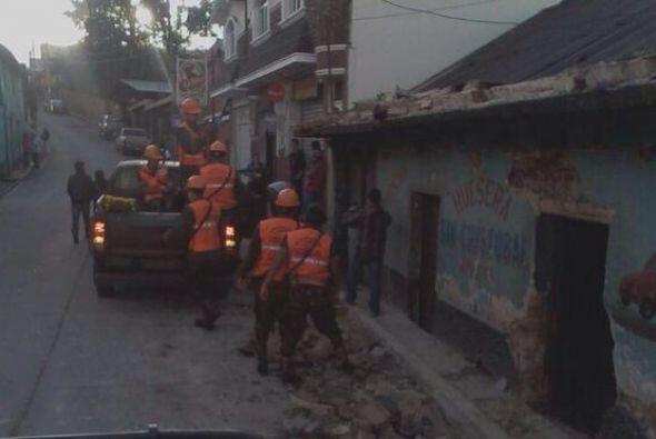 Personal de Ayuda Humanitaria de la Brigada para Montaña se encue...