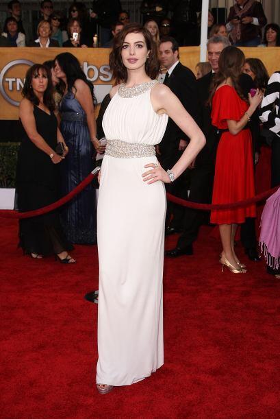 Azzaro fue el encargado de que Anne Hathaway deslumbrara belleza con est...