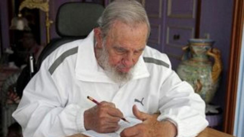 El ex líder cubano Fidel Castro votó el domingo en las elecciones munici...