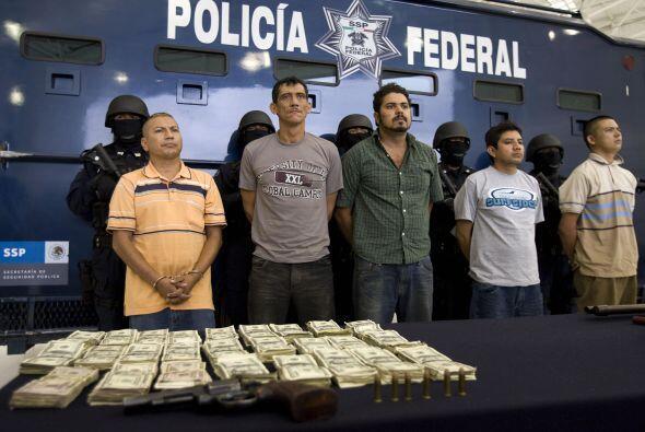 Asimismo, han sido capturados una veintena de capos o abatidos, siete de...