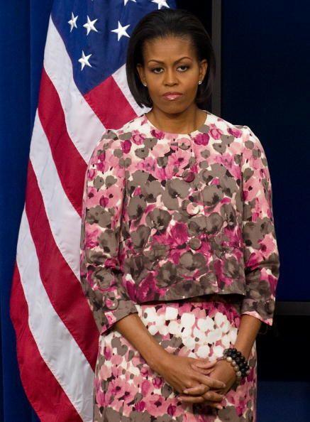 Cuando quiere lucir más seria y formal, la esposa de Obama sólo manda su...