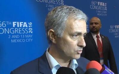 Mourinho elogia a los mexicanos en Portugal e ironiza sobre 'Chicharito'