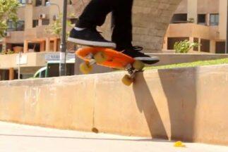 Lo que hace Manolo Robles en una Penny Skateboard es el equivalente a ga...