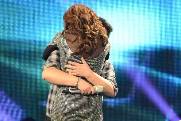 De cualquier manera, se abrazaron en el escenario.