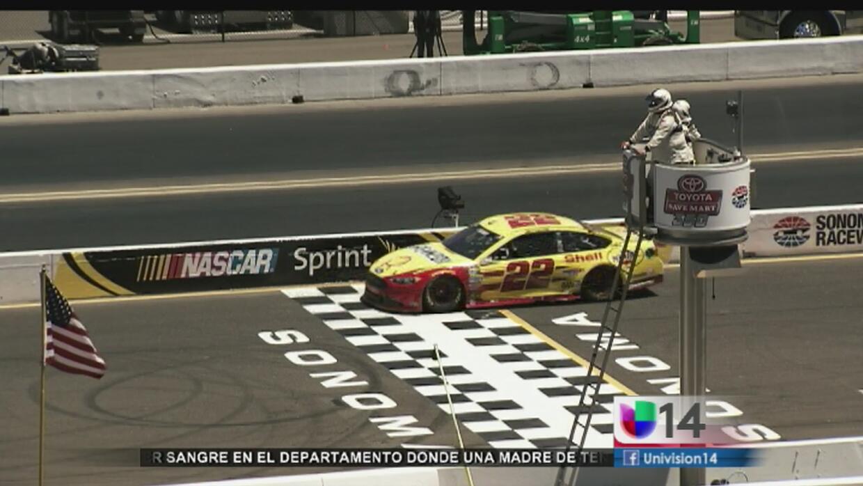 Dos latinos llegan a romper paradigmas de NASCAR