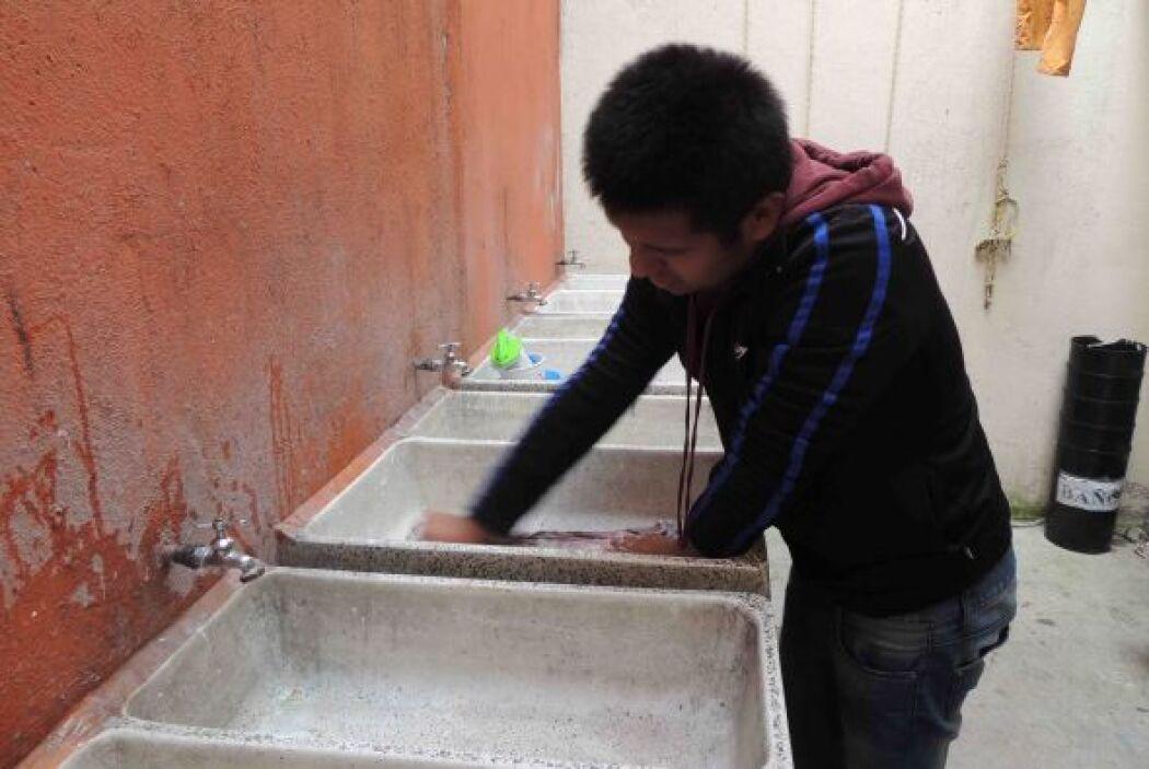 Todos participan e la limpieza del lugar, ubicado en el centro de la Ciu...