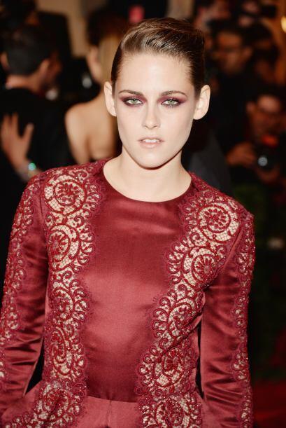 Otra que optó por lucir sensual y súper 'chic' en rojo fue Kristen Stewa...