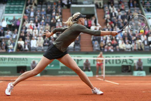 Mientras la rusa María Sharapova dio un paso más hacia la...