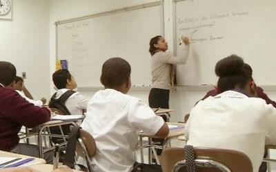 Nuevos estándares académicos para estudiantes que aprenden inglés