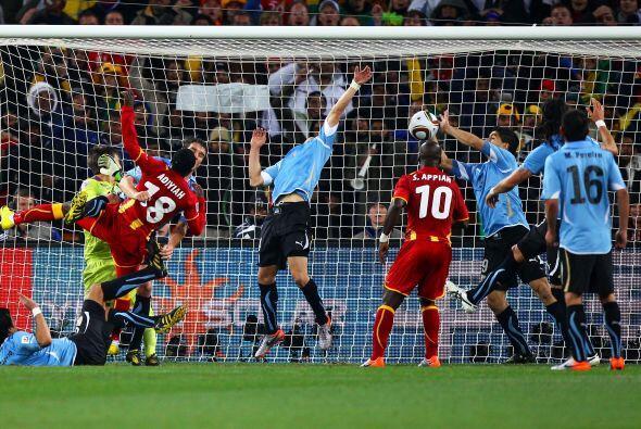 También en el Mundial ocurrió una jugada inolvidable. Urug...