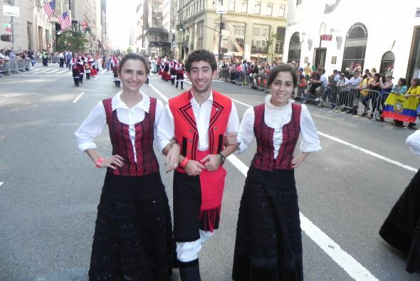Familias hispanas desfilan por la 5ta Avenida 62b5beac9ac34e2d8664bb3fa6...