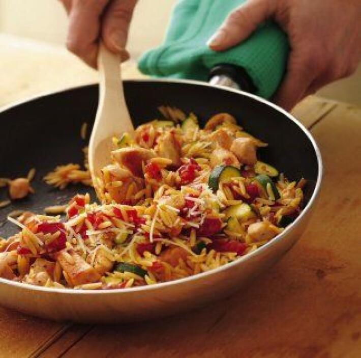 Pollo con Pasta Orzo: Si tienes una reunión con amigos o vecinos puedes...