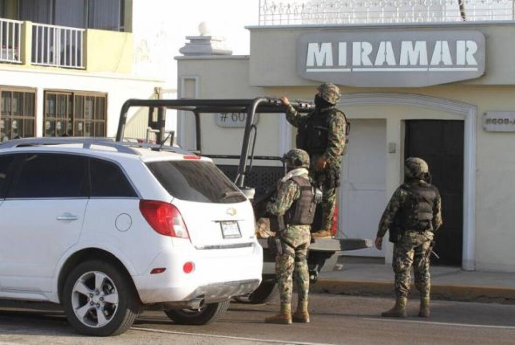 En esta imagen, miembros de la Marina Armada de México mantenían acordon...