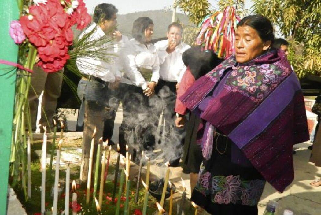 Miles de indígenas mexicanos participan en las celebraciones para conmem...