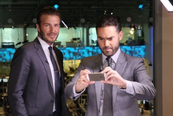 Durante su visita Beckham se entrevistó con Enrique Acevedo co presentad...