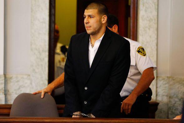 Aaron Hernández, ex ala cerrada de los New England Patriots, fue...