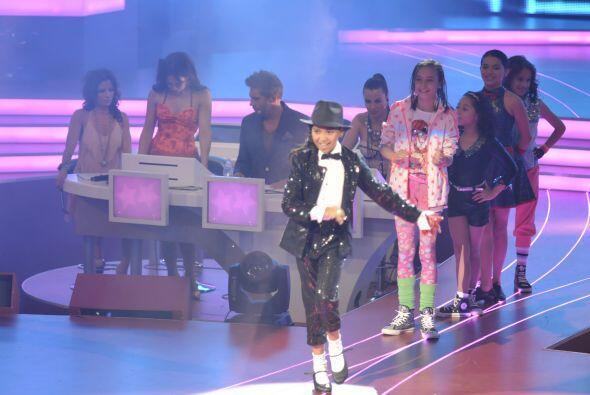 Comenzó Altahir y bailó tap caracterizada como Michael Jackson.