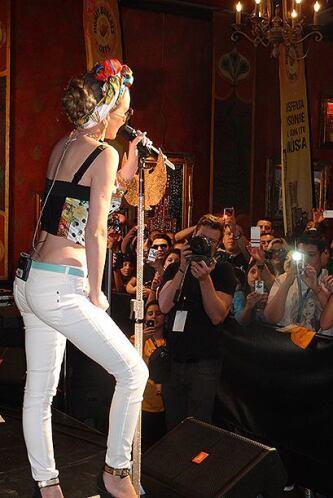 Disfrutamos en grande el concierto GRATIS de la hermosa y talentosa Beli...