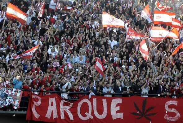 Imponente la hinchada de Estudiantes, un equipo que sigue siendo conside...