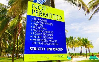 """Un letrero con muchos """"no"""" en Miami Beach."""