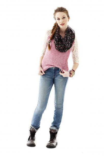 Los 'jeans' son un básico de todo el año, por eso debes el...