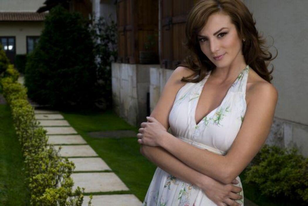 Después de varias telenovelas, Silvia Navarro tuvo la oportunidad de pro...