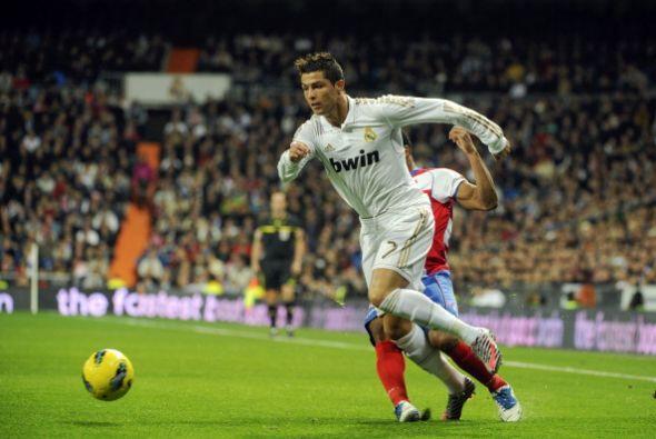 Real Madrid comenzó de manera perfecta su 2012 en la Liga, goleando al G...