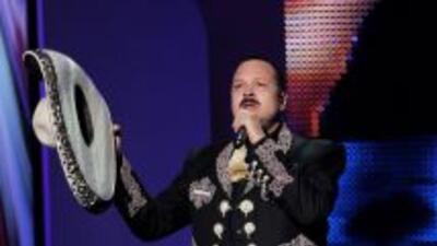 Pepe Aguilar interpretó durante la ceremonia su tema 'Por Una Mujer Boni...