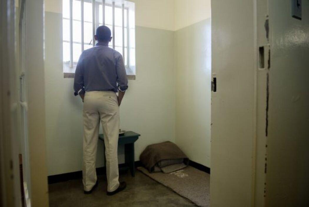 En un acto del sábado, Obama puso a Mandela de ejemplo para los estudian...