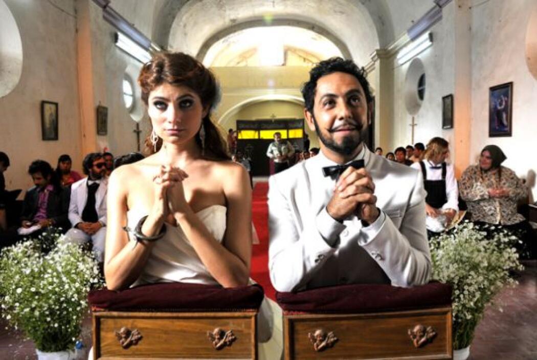 Hubo boda e invitados, y Apolinar se sentía que había conocido al amor d...