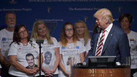 Trump durante un evento de campaña acompañado de las &quot...