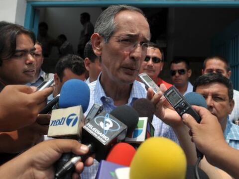 El presidente de Guatemala, Álvaro Colom convocó a varios funcionarios c...