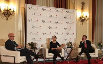 Panel con la Ministra de Relaciones Exteriores de Canadá, Chrysti...