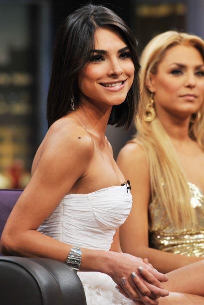 La guapa Alejandra Espinoza envuelta en un modelito blanco que sobresalt...