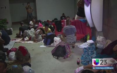Costa Rica promete solución a cubanos varados en la frontera