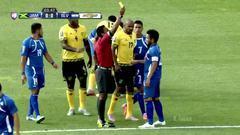 Tarjeta amarilla. El árbitro amonesta a Andrés Alexander Flores de El Sa...