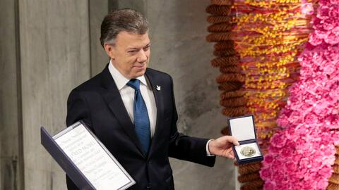 Juan Manuel Santos, presidente de Colombia, recibió el premio Nobel de P...