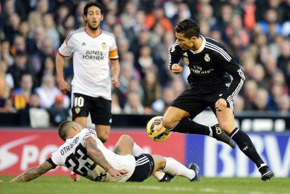 Pero el Valencia no bajó las manos y mantuvo la intensidad en cada balón...
