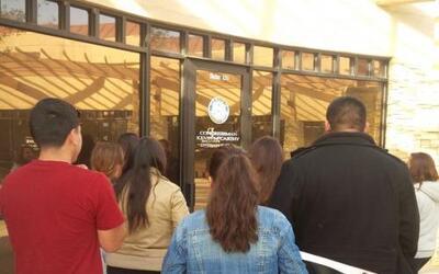 Un grupo de dreamers de California acudió el lunes 6 de enero a la ofici...