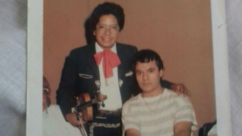 El mariachi Eduardo Gómez, cuando trabajaba hace 35 años con Juan Gabriel.