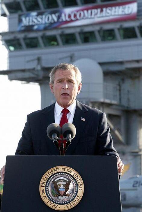 """2. """"Misión cumplida"""". George Bush anunciaba en 2003 el fin de las operac..."""