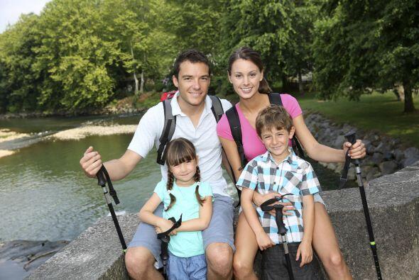 Según la encuesta 60 por ciento de los papás dice que baña a sus hijos,...